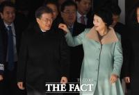 [TF사진관] '내조의 여왕' 김정숙 여사, '머리부터 발끝까지 철통관리!'