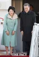 [TF포토] 문재인 대통령 내외, '중국 국빈 방문 다녀오겠습니다'