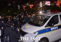 [TF포토] 샤이니 종현 사망, '병원 나서는 과학수사대'