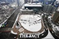 [TF포토] 서울 첫 대설주의보, '눈 쌓인 시청 광장'