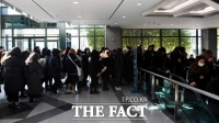 [TF포토] 팬들 발길 이어지는 故 샤이니 종현 빈소