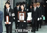 [TF포토] 샤이니 고 종현 발인, '외로운 아티스트의 마지막 길'