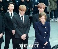 [TF포토] 눈물로 마지막 인사하는 레드벨벳 예리-슈퍼주니어