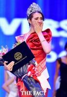 [TF포토] 제28회 WMU 대상 수상한 쿠바 대표 참가자