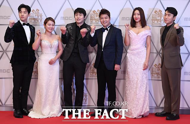 나 혼자 산다 헨리와 박나래, 기안84, 전현무, 한혜진, 이시언(왼쪽부터).