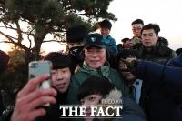 [TF포토] 文대통령, 새해 첫 날 義人들과 북한산 산행