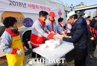 [TF포토] 안재욱, '명품 배우의 따뜻한 온기 한 그릇'