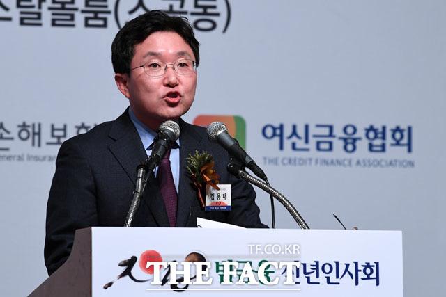 인사말 전하는 김용태 국회 정무위원장