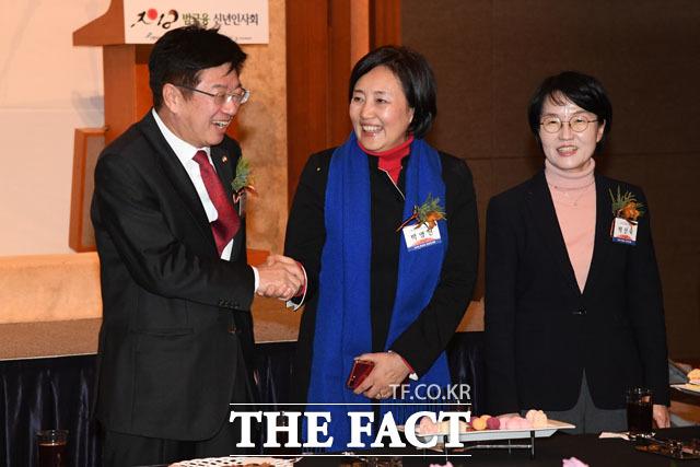 대화 나누는 이종구-박영선-박선숙 의원(왼쪽부터)