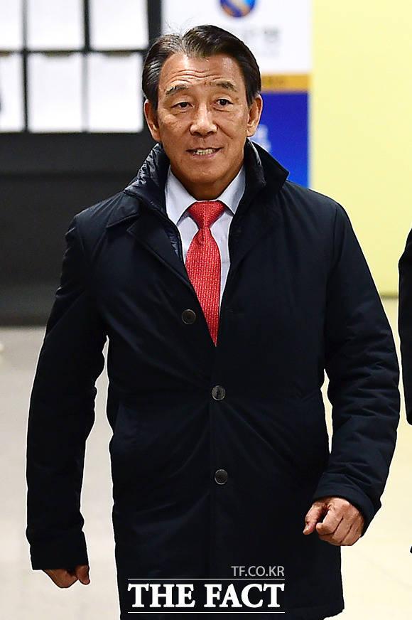김창근 SK이노베이션 회장이 9일 오후 서울 서초구 중앙지방법원에서 열린 박근혜 전 대통령 국정농단 사건 재판에 증인으로 출석하고 있다. /남용희 기자