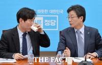 [TF사진관] 하태경-유승민, '추가 탈당 앞두고 진지한 대화'