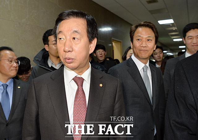 자유한국당 원내대표로서 만나는 자리가 아닌데... 뭔가 꺼림칙