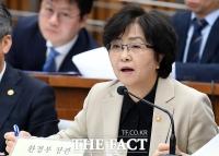 [TF포토] 미세먼지 대책 특위 참석한 김은경 환경부 장관