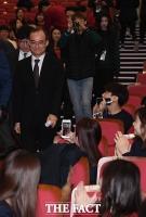 [TF포토] 문무일 검찰총장, '아이돌 못지 않은 인기'