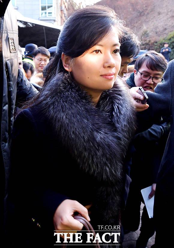 현송월 삼지연관현악단 단장이 21일 오후 강원도 강릉시 황영조기념체육관에 들어서고 있다./이덕인 기자