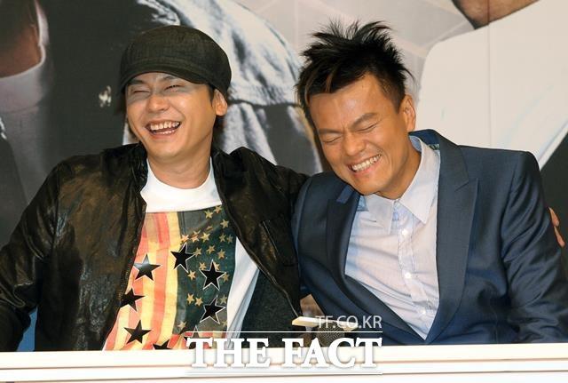 양현석(왼쪽)은 이주노에 대한 금전적 도움이 오히려 엉뚱한 뒷말로 이어질까 염려했다고 한다. 사진은 SBS 'K팝스타 2' 제작발표 당시 박진영(오른쪽)과 함께. /더팩트 DB