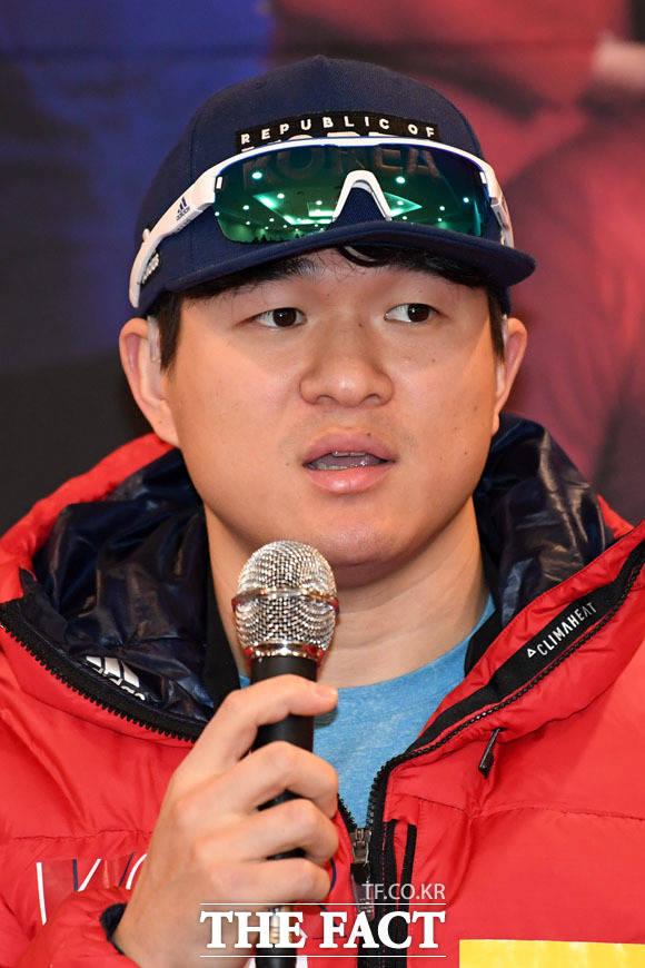 질문에 답하는 김동현 선수