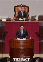 [TF포토] 비교섭단체 대표연설 하는 오신환 원내대표