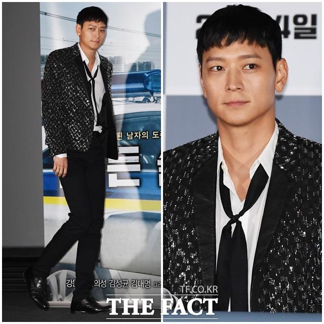 영화 골든슬럼버 언론시사회가 7일 오후 서울 CGV 용산점에서 열린 가운데 배우 강동원이 포토타임을 갖고 있다. / 배정한 기자