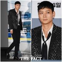 [TF포토] '얼굴 천재' 강동원, 반짝이 의상에도 '멋짐 폭발'