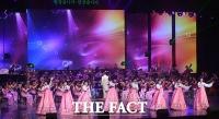 [TF포토] 북한 삼지연관현악단, 한국 대중가요로 '화려한 무대'