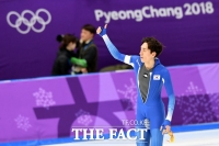[TF포토] '중간 기록 1위' 이승훈, 우승 예감한 키스 세리머니!