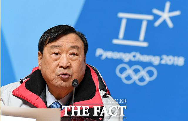 이희범 2018 평창동계올림픽 조직위원장은 9일 2018 평창동계올림픽 개막식 연설에서 프롬프터 없이 원고문에 적힌  원고문을 읽어 구설에 오른 바 있다. /더팩트DB