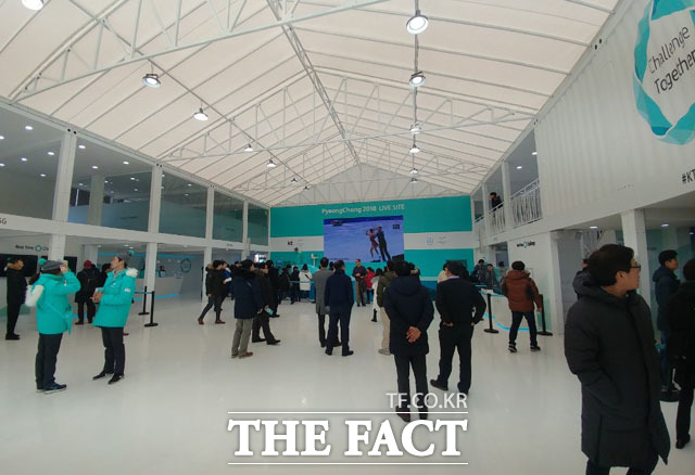 KT는 지난 9일부터 서울 광화문과장에서 5G 네트워크와 ICT 기술이 접목된 광화문 KT 라이브사이트를 운영하고 있다. /광화문=이성락 기자