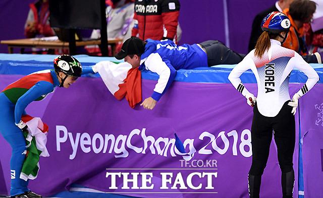 한국의 최민정이 13일 오후 강원도 강릉아이스아레나에서 열린 2018평창동계올림픽 쇼트트랙 여자 500m 결선 경기에서 실격패가 되자 아쉬운 표정을 짓고 있다. /강릉=임영무 기자
