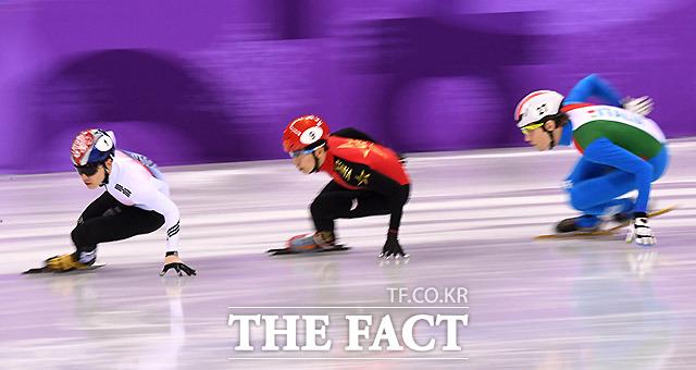 한국의 서이라가 13일 오후 강원도 강릉아이스아레나에서 열린 2018평창동계올림픽 쇼트트랙 남자 1000m 예선 경기에서 역주하고 있다. /강릉=임영무 기자