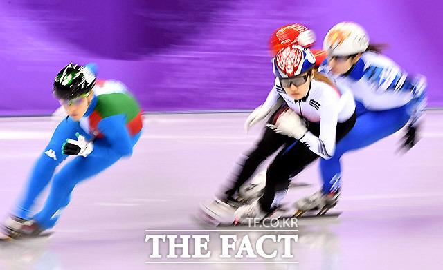 한국의 최민정이 13일 오후 강원도 강릉아이스아레나에서 열린 2018평창동계올림픽 쇼트트랙 여자 500m 준결선 경기에서 역주하고 있다. /강릉=임영무 기자