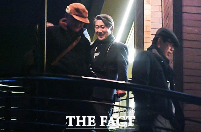 식사를 마치고 나서는 김효재 전 정무수석, 이동관 전 홍보수석, 장다사로 전 총무기획관(왼쪽부터). /대치동=이덕인 기자
