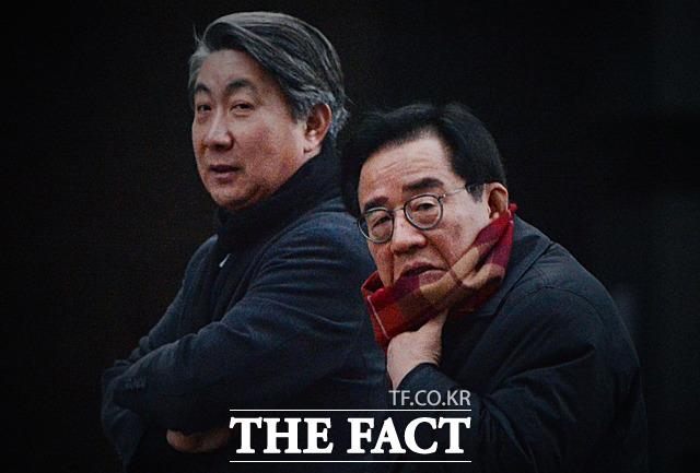 이 전 대통령의 청와대 참모 였던 이동관 전 홍보수석(왼쪽)과 이종찬 전 민정수석. /대치동=김세정 인턴기자