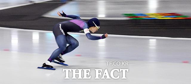 18일 빙속여제 이상화 선수가 오후 8시 56분부터 시작하는 스피드스케이팅 여자 500m에 출전해 올림픽 3연패를 노린다. 사진은 이상화 선수가 지난달 12일 오후 서울 태릉국제스케이트장에서 열린 제99회 전국동계체육대회 스피드스케이팅 여자일반부 500m에서 경기를 펼치고 있는 모습. /임영무 기자