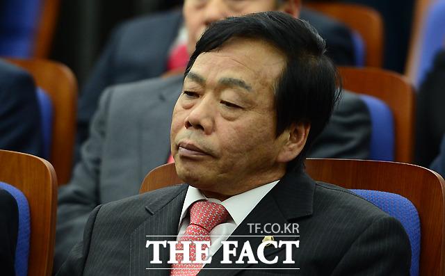 정치자금법 위반 혐의로 기소된 이완영 자유한국당 의원에게 검찰이 징역 6개월을 구형했다.  /이새롬 기자
