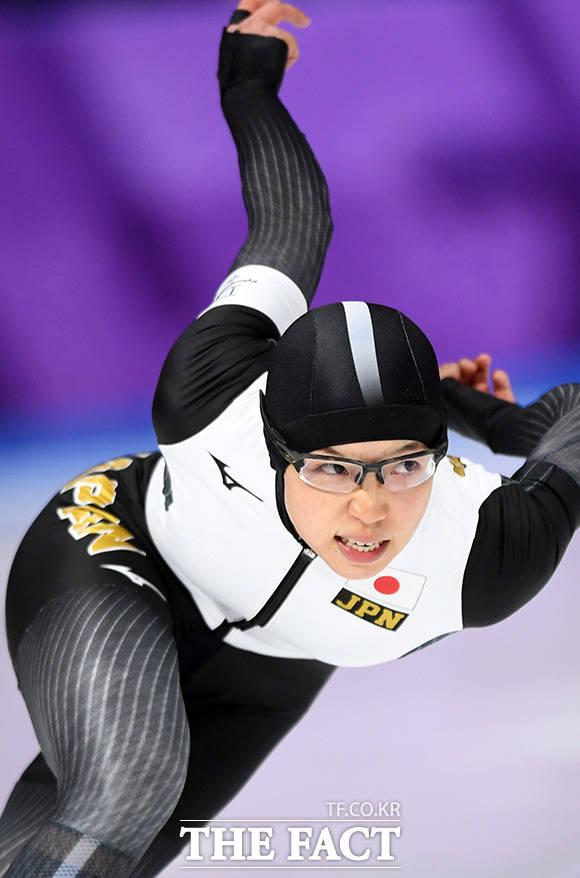 18일 오후 강원도 강릉 스피드 스케이팅장에서 열린 2018 평창동계올림픽 여자 스피드 스케이팅 500m 경기에 출전한 일본의 고다이라 나오가 금메달을 목에 걸었다. /강릉=임영무 기자