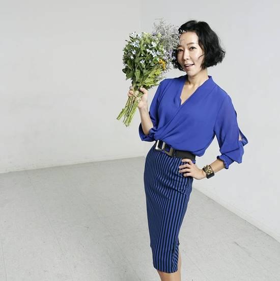 이승비, metoo 열풍 동참. 배우 이승비가 이윤택 감독 때문에 아직도 신경 안정제 먹는다고 고백했다. /이승비 SNS