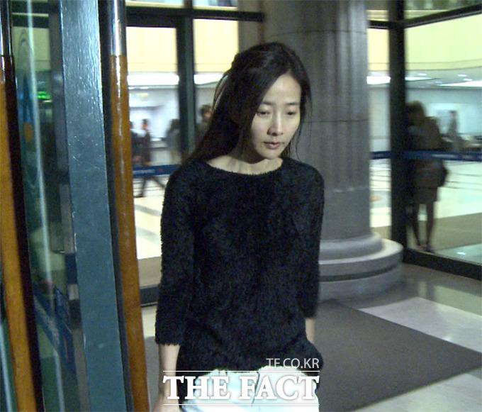 가수 강수지가 오는 5월 김국진과 결혼을 앞두고 있는 가운데 모친상으로 슬픔에 잠겼다. /더팩트 DB