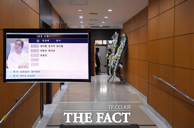 '모친상' 가수 강수지, 22일 빈소 마련 조문객 맞아…발인 24일