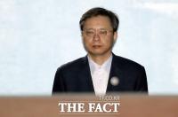 [TF포토] 우병우, 1심서 2년 6월 실형...'굳은 표정'