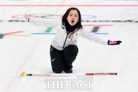 [TF사진관] 일본 컬링팀 후지사와 사츠키 '경기 방향, 안돼~!'