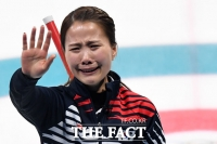 [TF포토] 컬링 연장 접전끝에 한일전 승리, 눈물 터진 '안경 선배' 김은정