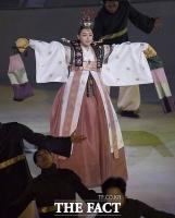 [TF포토] 아름다운 공연 선보이는 이하늬