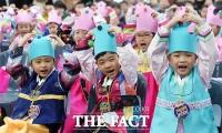[TF사진관] '오늘부터 초등학생입니다'…독특한 한복 입학식!
