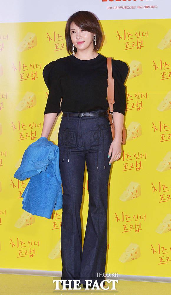 단발머리도 잘 어울리는 명품배우 배우 하지원이 7일 오후 서울 CGV 용산점에서 열린 영화 치즈인더트랩 VIP시사회에 참석해 포토타임을 갖고 있다. /이동률 인턴기자