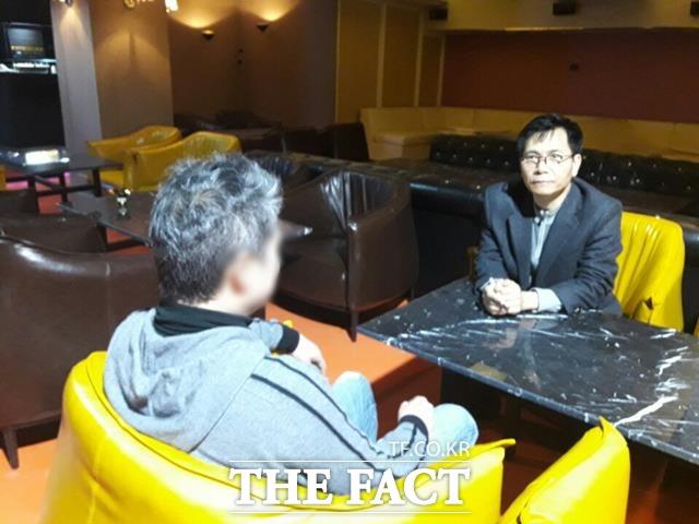 공연기획자 서 모 씨는 15일 밤 A씨의 김흥국 성폭행 주장은 사실과 다른 부분이 있으며 추후 이 일로 법정에 증인으로 서게 되더라도 모든 책임을 지고 진실만을 증언할 용의가 있다고 말하고 있다. /강일홍 기자