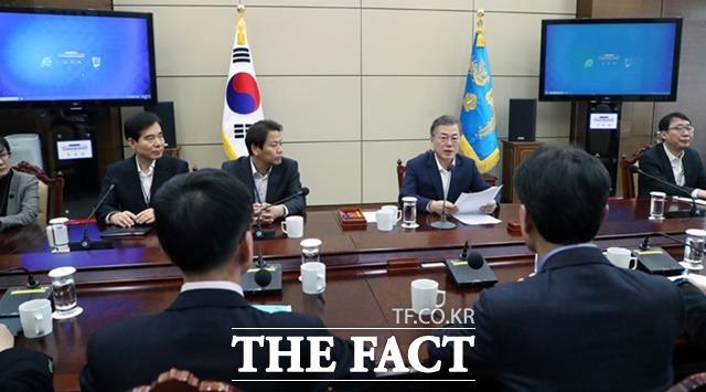 문 대통령은 개헌안을 국민에 20일부터 사흘간 공개할 것을 지시했다./청와대 제공