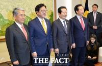 [TF포토] 국회의장·여야3당 회동, '꼬인 개헌 정국 해법 찾을까'