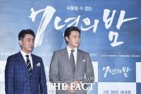 [TF포토] 장동건-류승룡의 폭발적 케미... 영화 '7년의 밤'