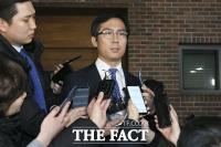 [TF포토] 이명박 예방 후 자택 나선 김영우 의원